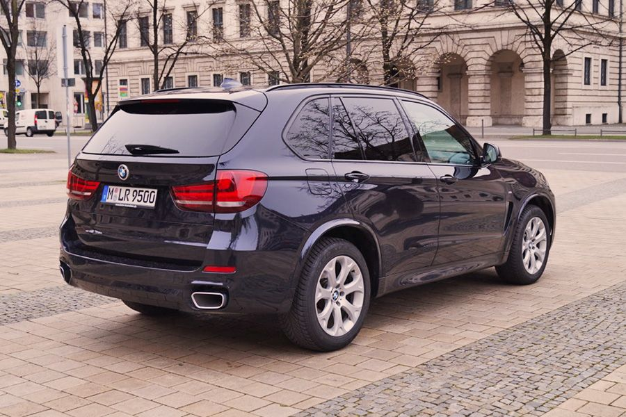 bmw x5 mieten m nchen autovermietung bmw x5 m paket. Black Bedroom Furniture Sets. Home Design Ideas